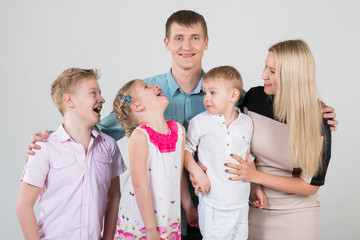 family of five people, children look at each other