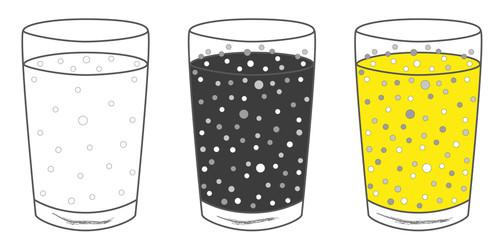 3 Gläser mit Getränk