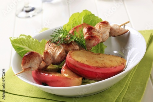 Chicken skewer with baked apple