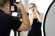 Model und Fotograf bei Fotoshooting