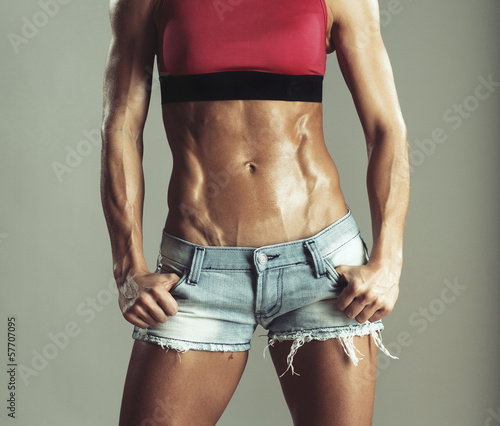 Abdomen muscled girls in shorts