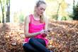 hübsche Frau mit Smartphone