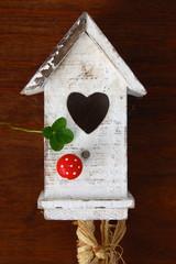 Vogelhaus mit Kleeblatt