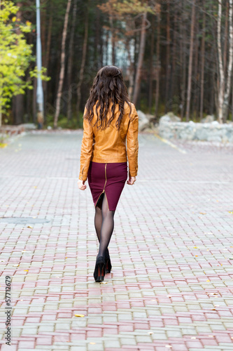 girl goes through the alley