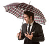 Uomo arrabbiato con ombrello