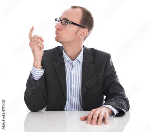 Manager hat eine geniale Idee - Anzug, Brille und Hemd isoliert