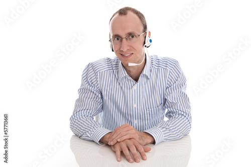 Mann telefoniert in einer Telefonkonferenz mit Headset