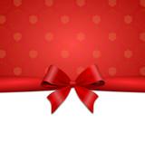 Rote Schleife mit Geschenkpapier
