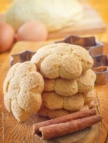 Fresh sweet cookies with cinnamon