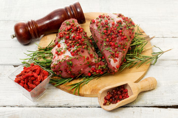 recipe witk pork fillet, pink pepper and goji berries