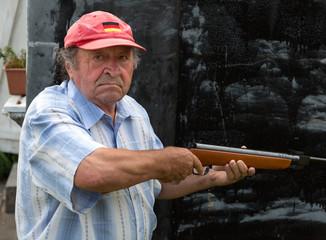 Opa mit dem Luftgewehr