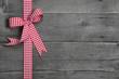 Rustikaler Holz Hintergrund als Grußkarte für Glückwünsche