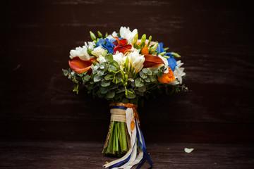 Букет цветов с ленточками
