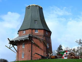 Zerstörte Windmühle vom Sturm 2013