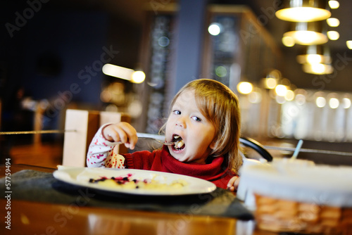toddler in restaurant