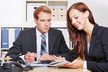 Zusammenarbeit zwischen Geschäftsleuten