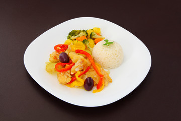 Cod a Portuguese style, rice and steamed vegetables