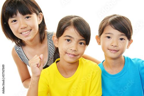 笑顔の姉妹、小学生