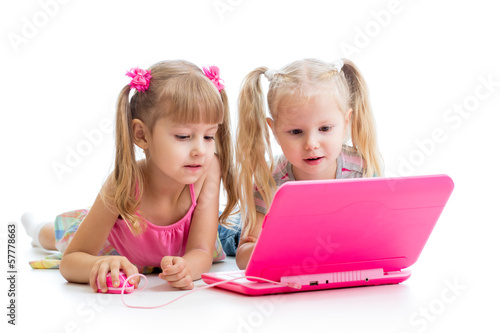 kids friends looking at the laptop
