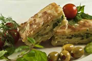 Geleneksel ıspanaklı Türk böreği