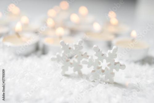 Winterdekoration mit Kerzen