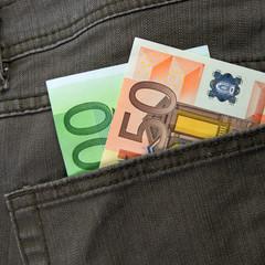 Geld in der Hosentasche