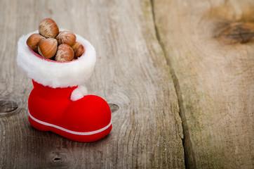 weihnachtsschuh mit nüssen