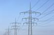 Stromleitungen und Strommasten