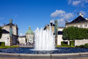 COPENHAGEN, Denmark: Fountain and Frederik's Marble Church.