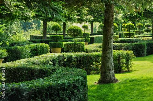 Papiers peints Jardin France, picturesque Jardins du Manoir d Eyrignac in Dordogne