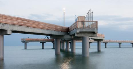 Verwinkelte Seebrücke