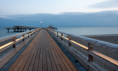 Weg auf Seebrücke