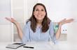 Happy day - junge Frau hat ihren Traumjob - Büro