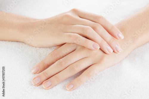 mata magnetyczna Piękna kobieta ręce na ręcznik