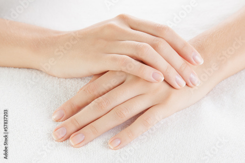 Leinwanddruck Bild Beautiful woman hands are on a towel