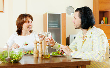middle-aged couple eating vegetarian salad