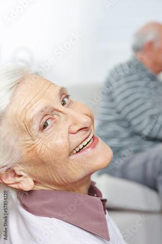 canvas print picture Lachende Seniorin mit vielen Falten