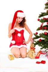 Junge hübsche Weihnachtsfrau