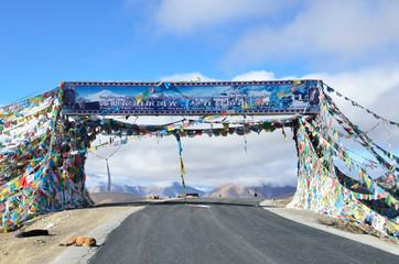 Тибет, перевал Тонг Ла на высоте 5120 метров над уровнем моря