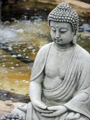 Buddha am Bach