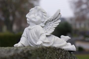kleiner Engel mit Flügel