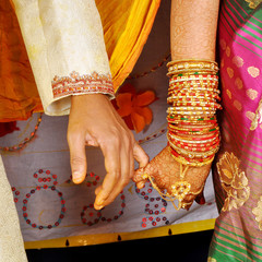 Hindhu bride and groom  hands