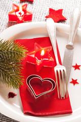 Gedeckter Tisch zu Weihnachten