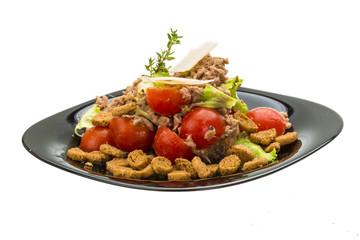 Salad with tuna and tomato
