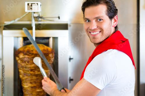 Kebab - heißer Döner mit frischen Zutaten