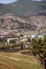 Вид на Судак и горы с территории Ар