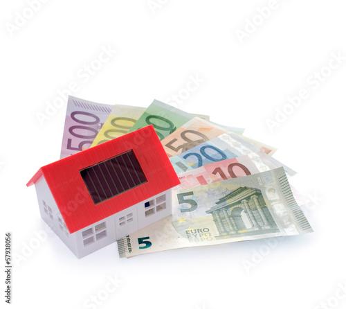 Haus mit Geldscheinen