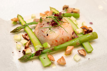 Shrimp carpaccio with asparagus