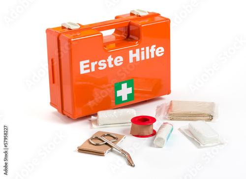 Erste Hilfe Koffer mit Verbandmaterial - 57958227