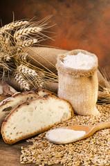 sacco di farina con pane e spighe